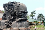 Tượng cụ Phan Bội Châu được rước về bên bờ sông Hương