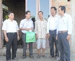 Bia Huda chia sẻ khó khăn với người dân gặp nạn trong gió lốc tại Quảng Trị