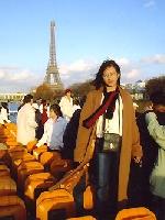 Paris màu xanh dương