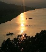 Núi Ngự sông Hương