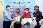 Liên hiệp các Hội VHNT Thừa Thiên Huế tiếp tục trao tặng gạo cho người khó khăn ở Phú Lộc, Phú Vang