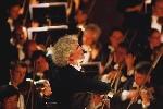 Simon Rattle lần đầu chỉ huy dàn nhạc tại Việt Nam