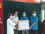 Liên đoàn Lao động tỉnh thăm và tặng quà cho công đoàn ngành Y tế tham gia công tác phòng chống dịch Covid – 19
