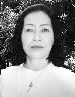 Hà Khánh Linh đi dưới trời hoa phượng