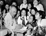 Đậm đà bản sắc Việt Nam trong những vần thơ chúc Tết của Chủ tịch Hồ Chí Minh