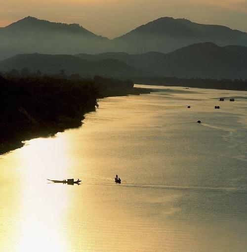 Sông Hương, dòng sông lịch sử