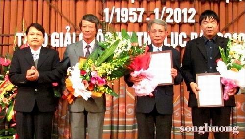 Tạp chí Sông Hương và Tạp chí Văn nghệ Quân đội đã trao giải Cuộc thi Thơ Lục bát 2010 - 2011