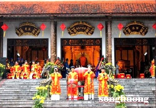Thừa Thiên Huế Khai hội đền Huyền Trân 2012