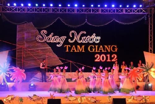 Khai mạc Lễ hội Sóng nước Tam Giang 2012