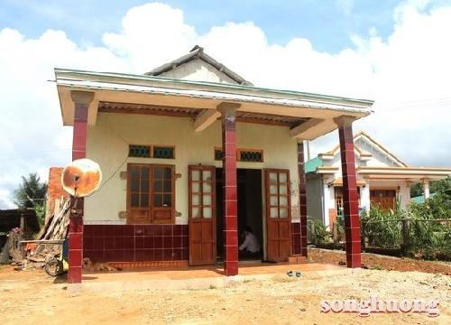 Quỹ Tình Sông Hương hoàn tất việc xây nhà tình nghĩa và tặng quà cho các nạn nhân bị bại liệt ở Hồng Thái - A Lưới.