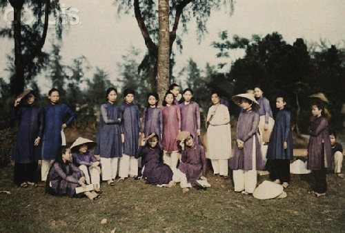 Bạn gái ở Huế những năm 20