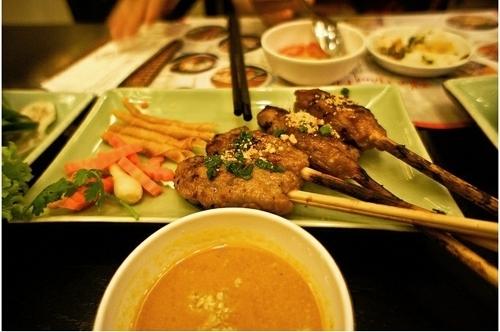 Điều tuyệt vời trong hương vị nem lụi xứ Huế.