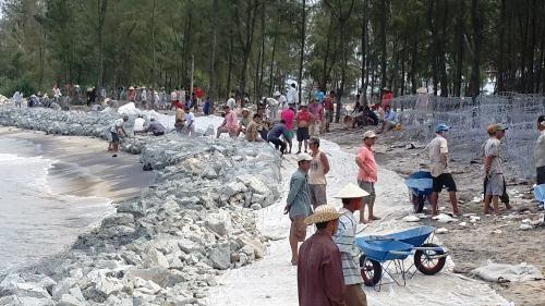 Trên 400 triệu đồng đầu tư làm kè đá chống sạt lở bờ biển ở xã Hải Dương