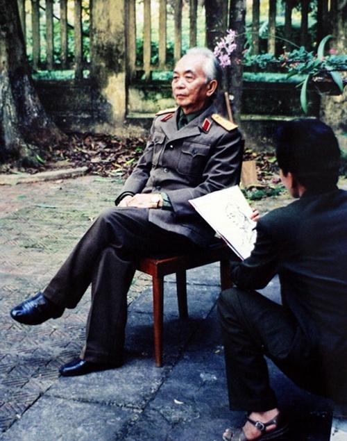 Họa sĩ Lê Duy Ứng, người hỏng hai mắt vẽ 1.000 chân dung Đại tướng Võ Nguyên Giáp