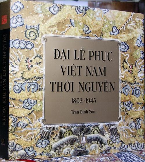 """Nhà nghiên cứu Trần Đình Sơn với bộ sách """"Đại lễ phục Việt Nam thời Nguyễn 1802 - 1945"""""""