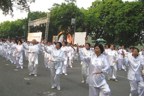 Ra mắt CLB dưỡng sinh Thức vũ kinh thị trấn Sịa, huyện Quảng Điền.