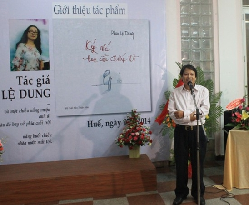 """Ra mắt tập thơ """"Ký ức hoa cẩm chướng đỏ"""" của Phan Lệ Dung"""