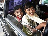 Các 'triệu phú' chăm sóc trẻ ở khu ổ chuột Ấn Độ