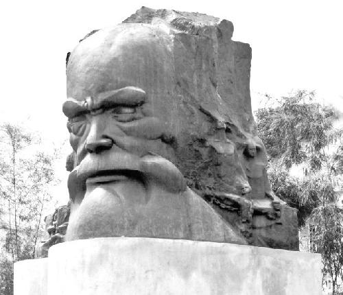 Chuyện về tượng Phan Bội Châu