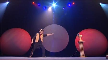 """Vở kịch không lời  """"To see or not to see"""" trình diễn tại Festival Huế 2016."""