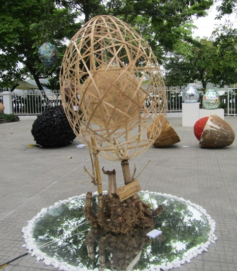 """Trưng bày tác phẩm nghệ thuật """"Vườn trăm trứng"""""""
