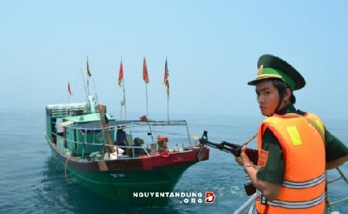Xua đuổi tàu cá Trung Quốc vi phạm lãnh hải Việt Nam