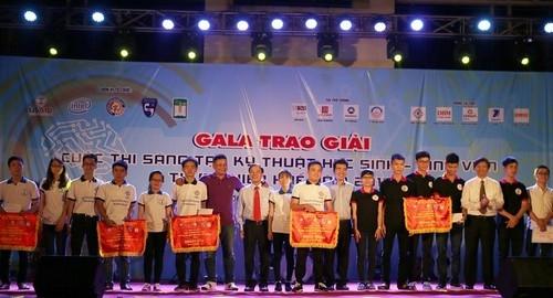 """Đề tài """"Nghiên cứu thiết kế ống nghe điện tử phục vụ khám bệnh của bác sĩ"""" đạt giải Nhất tại Cuộc thi Sáng tạo Kỹ thuật HSSV Thừa Thiên Huế năm 2016"""