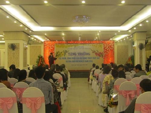Lễ trao tặng thưởng và tôn vinh văn nghệ sĩ Thừa Thiên Huế trong năm 2016