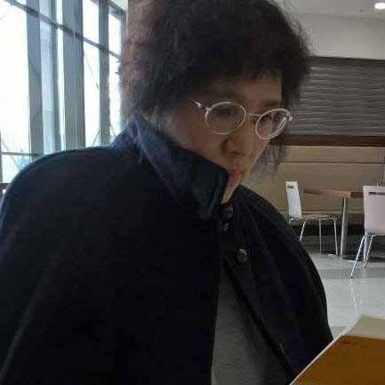 Dịch giả, nhà văn Nguyễn Hồng Nhung: NGƯỜI TRUYỀN LỬA