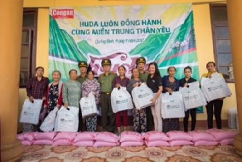 Carlsberg Việt Nam hỗ trợ 1,6 tỷ đồng cho người dân miền Trung sau bão số 10