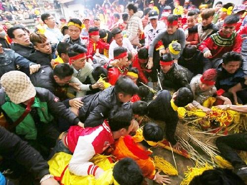 Quản lý lễ hội dân gian: Gian nan tìm quy chế chuẩn