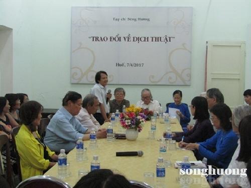 Tạp chí Sông Hương tổ chức thảo luận về dịch thuật