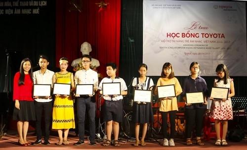 Toyota trao tặng học bổng tài năng trẻ năm học 2016 -2017