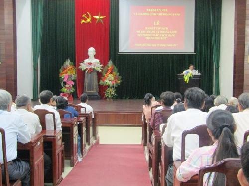 """Buổi giới thiệu và tặng sách """"Bí thư Thành ủy Hoàng Lanh với phong trào cách mạng thành phố Huế"""""""
