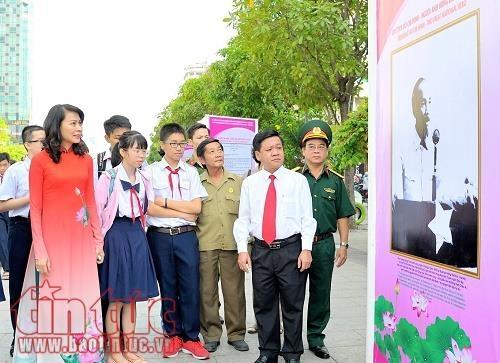 Khai mạc triển lãm 'Chủ tịch Hồ Chí Minh sống mãi trong lòng dân tộc Việt Nam'
