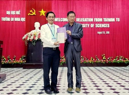 Giao lưu giữa Hội nhà văn Đài Loan  và Trường Đại học Khoa học Huế.