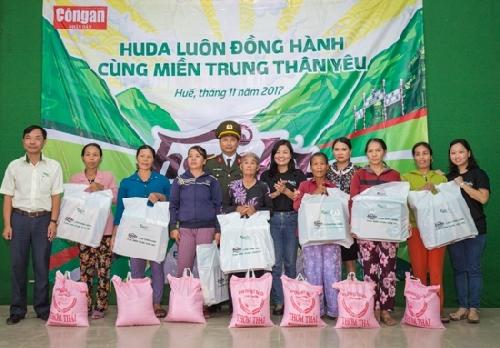 Carlsberg Việt Nam trao 5000 suất quà hỗ trợ miền Trung sau cơn bão số 12