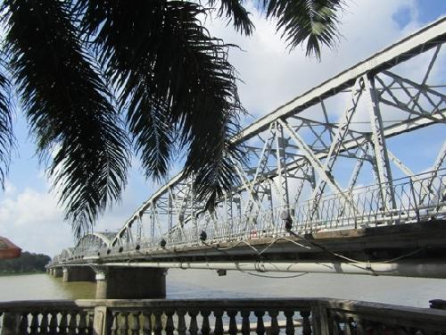 Đã hoàn thành bao lơn ngắm cảnh trên cầu Trường Tiền