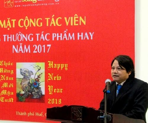 Tạp chí Sông Hương: Gặp mặt cộng tác viên, tặng thưởng tác phẩm hay năm 2017.