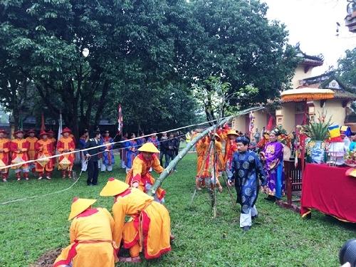 Nghi lễ dựng cây nêu ngày Tết tại Thế Miếu, Đại Nội Huế