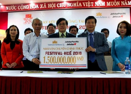 Tổng Công ty hàng không Việt Nam và Công ty cổ phần hàng không Jetstar Pacific Airlines là nhà vận chuyển chính cho Festival Huế 2018