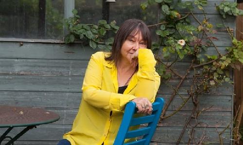 Ali Smith đứng đầu danh sách những cây bút viết tiểu thuyết xuất sắc nhất Anh và Ireland