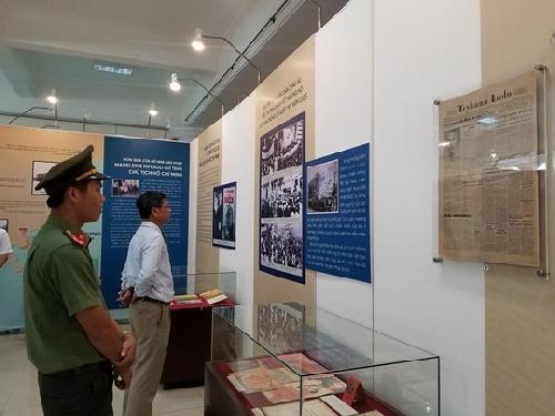 """Triển lãm chuyên đề """"Chủ tịch Hồ Chí Minh với những người bạn Châu Âu""""."""