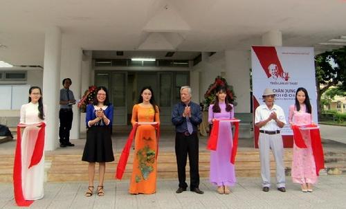 """Gần 30 tác phẩm tại Triển lãm """"Chân dung Chủ tịch Hồ Chí Minh"""""""