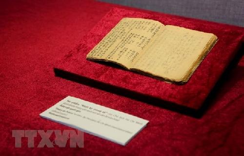 Trưng bày gần 200 hiện vật, hình ảnh về Văn học - Nghệ thuật trong kháng chiến