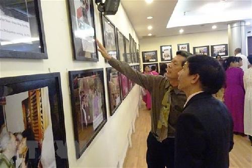 """Triển lãm ảnh về """"Tình hữu nghị và đoàn kết Việt Nam-Cuba"""""""