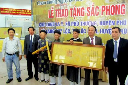Trao tặng Sắc phong cho làng La Ỷ  và làng Quý Lộc