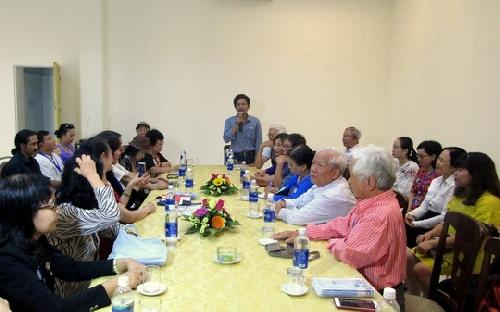 Giao lưu, trao đổi với Câu lạc bộ thơ Haiku Việt.