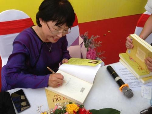 """Nhà văn Trần Thùy Mai: """"Thuần Việt"""" để thu hút bạn đọc trẻ"""