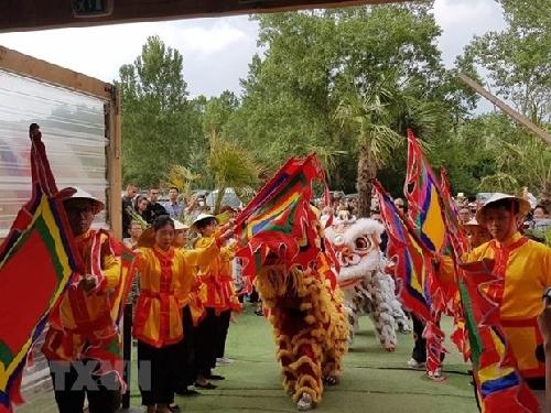 Giới thiệu văn hóa truyền thống tại Festival Việt Nam đầu tiên ở Lyon
